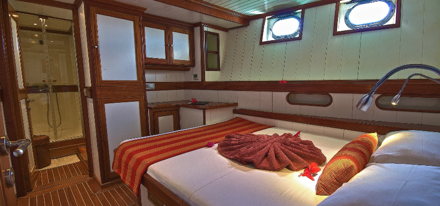 Bow Cabin Curieuse